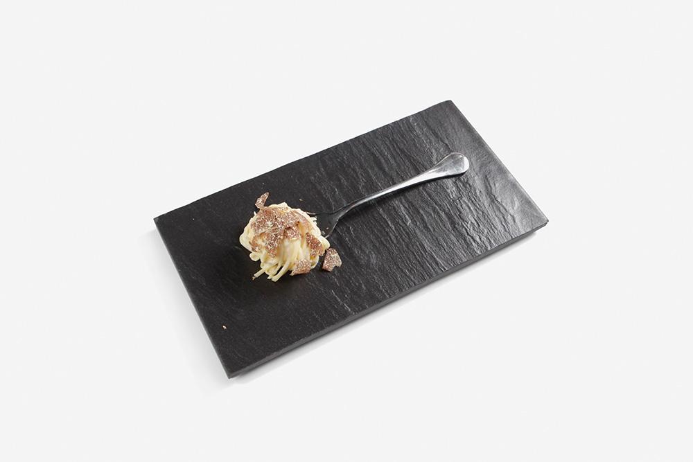 Insalate, tuorlo marinato burro demi-sel perlage di tartufo nero e caviale - by Christian Milone